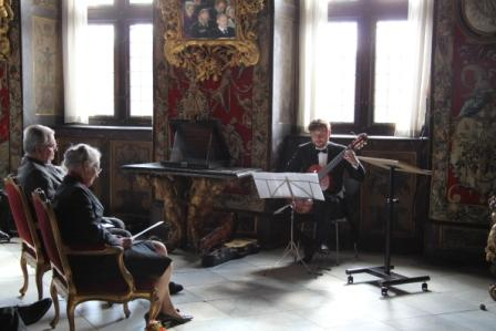 Jens performs for the Queen of Denmark at her birthday 1012 on classical and baroque guitar